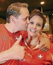 Daumen hoch für Behrami: Maik Grzeskowiak und Bea Stark.