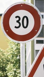 Aus Lärmschutzgründen solle man Tempo-30-Zonen nicht einführen dürfen. Das fordert eine parlamentarische Initiative des SVP-Nationalrats Gregor Rutz.