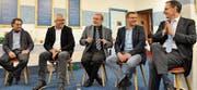 Sofagespräch auf Holzstühlen: Die Diskussion zum Thema Neugeburt führten (von links) Gerry Hofstetter, Heiner Graf, Moderator Christoph Sigrist, Toni Brunner und Mario Fehr. (Bild: Sabine Schmid)