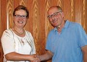 Präsidentin Edith Graf-Litscher dankt Wilfried Häberlin für sein Engagement. (Bild: Kurt Peter)