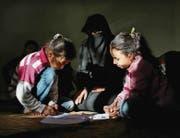 Ungewisse Zukunft: Eine syrische Flüchtlingsfamilie in der türkischen Grenzstadt Reyhanli. (Bild: ap/Emrah Gurel)