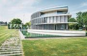 Das Reedereigebäude der Hanseatic Lloyd AG in Uttwil wird Teil einer neuen Luxusresidenz. (Bild: Andrea Stalder)