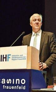 Oliver Vietze führt als IHF-Präsident durch die Generalversammlung im Casino. (Bild: Samuel Koch)