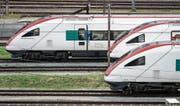 Intercity-Neigezüge im Bahnhof St. Gallen: Schon lange fordern Ostschweizer Politiker schnellere Verbindungen nach Zürich. (Bild: Michel Canonica)