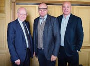 Finanzchef Christian Schwarz, Schulpräsident Andreas Wirth und Leiter Betrieb Markus Herzog. (Bild: Samuel Koch)