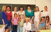 Natalia Weber, Präsidentin des Russischen Kulturvereins Wil (Mitte, sitzend), mit Eltern, Schülern und Lehrkräften. (Bilder: uam.)
