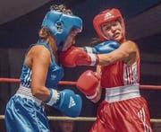 Schläge bis zum Nasenbluten: Auch die Boxerinnen schenkten sich nichts. (Bild: Reto Martin)