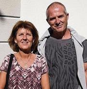 Marlene und Walter Gebs vor dem Rathaus. (Bild: ANDREAS TAVERNER CH-8555-MUELLHE)