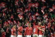 Die Schweizer Nationalmannschaft feiert in Basel die WM-Qualifikation. (Bild: Keystone)