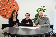 Andrea Hofmann, Leiterin des Kinderrats, Pumptrack-Co-Initiant Florian Kaiser und Markus Kutter, Leiter des zuständigen Amts für Gesellschaft und Integration. (Bild: Samuel Koch)