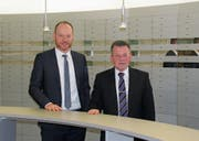 Bankdirektor Beat Bollinger (links) und Verwaltungsratspräsident Erwin Scherrer freuen sich über ein erfolgreiches Geschäftsjahr. (Bild: gia)