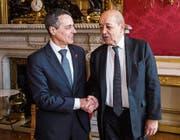 Ignazio Cassis bei seinem Besuch in Paris mit Frankreichs Aussenminister Jean-Yves Le Drian. (Bild: Christophe Petit Tesson (Paris, 19. Dezember 2017))