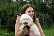 Kerstin Cook mit einem Hund aus dem Tierheim Altnau. (Bild: pd)
