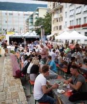 Sitzgelegenheiten laden am World Food Festival zum Verweilen ein: wie hier in Grenchen. (Bild: PD)