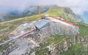 Das neue Restaurant auf dem Chäserrugg, wie es sich Ende August präsentierte. Für die GV 2015 der Toggenburg Bergbahnen sollte es fertig sein. (Bild: Urs Bucher)