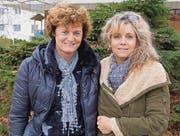 Die neue und die alte Präsidentin, Michaela Künzli und Sara von Siebenthal, starten einen letzten Versuch, die Fasnacht zu retten. (Bild: Kurt Lichtensteiger)