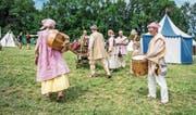 Spielleute mit ihren Instrumenten auf dem Weg zum Mittelaltermarkt. (Bilder: Thi My Lien Nguyen)