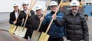 CEO Jörg Müller, Gesamtprojektleiter Martin Diem, Gemeindepräsident Andreas Gantenbein, Betriebsleiter Ingo Schwab und Architekt Beat Oberhänsli (von vorne). (Bild: bei)