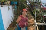 Yisela Quintero in den terrassierten Gärten am Rande Medellins. (Bild: Sandra Weiss)