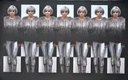 Sarah Hugentobler hat sich selber in verschiedenen Kostümen inszeniert für ihr Video «When it started to snow». Zu sehen in der Galerie Adrian Bleisch in Arbon, einem der fünf Kunstorte der Werkschau Thurgau. (Bilder: Sarah Hugentobler)