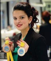 Lorena Misiti mit ihren beiden Medaillen von Junioren-Europameisterschaften in Russland. (Bild: Nana do Carmo)