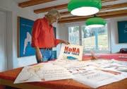 Hans Krensler nimmt in seinen Plakaten aktuelle und politisch brisante Themen auf. (Bild: ker)