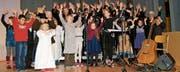 Sennwalder Kinder frohlocken beim Weihnachts-Musical mit Sängerinnen und Sängern des Kirchenchors Sennwald und des gemischten Chors Salez-Haag. (Bild: Heidy Beyeler)