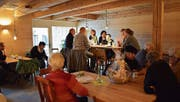 Das Ambiente im Innern des neuen «Hagschnurer Kaffees». (Bild: Evi Biedermann)