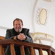 Florian Rexer freut sich, dass er für das Projekt Wintertheater den stimmigen Schwertsaal gefunden hat. (Bild: Maya Mussilier)