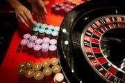 Beim Geldspielgesetz sollen Schweizer Casinos das Recht erhalten, ihre Glücksspiele auch im Internet anzubieten. (Bild: Gaetan Bally/Keystone)