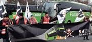 Am 8. Dezember 2016 demonstrierte die Gewerkschaft SEV in Zürich. Grund: Internationale Anbieter würden den SBB unrechtmässig Konkurrenz machen. (Bild: Walter Bieri/KEY)