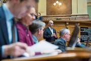 Der Bundesrat um Alain Berset kann mit den Parlamentsbeschlüssen gegen Versicherungsbetrüger leben. (Bild: Peter Klaunzer/Keystone)