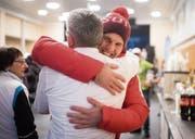 Skicross-Medaillengewinner Marc Bischofberger wird herzlich empfangen. (Bild: Benjamin Manser (Oberegg, 24. Februar 2018))