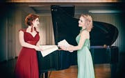 Elina Akselrud (links) und Judith Dürr stehen im Projekt «Künstlerliebe» gemeinsam auf der Bühne. (Bild: PD)
