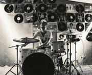 Der Romanshorner Carlo Ribaux hat sich seinen Traum in den USA verwirklicht, wo er als Drummer arbeitet. (Bild: pd/Debra Mahija)