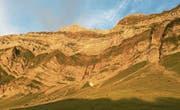 Die Felswand verwandelt sich im Abendlicht zu Gold: Blick hinauf zum Säntisgipfel. (Bilder: Patrik Kobler)