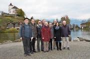 Die Mitglieder der Direktion und der Genossenschaft der Werdenberger Schloss-Festspiele stehen dort, wo in neun Monaten das Opernorchester spielen wird. (Bild: Alexandra Gächter)