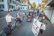Die Gruppe «Velofahren in Frauenfeld»: An der Zürcherstrasse vor dem Schlosspark wechselt man besser aufs Trottoir. (Bild: Reto Martin)