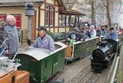 Die Steiner Liliputbahn mit der neu erworbenen Lok in Schwarz. (Bild: Peter Spirig)