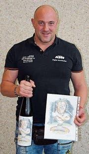 Stefan Burkhalter aus Homburg wurde für seinen 100. Kranzgewinn geehrt. (Bild: Esther Lüthi)