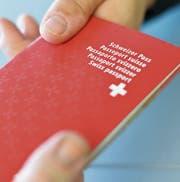 Wer den Schweizer Pass bekommt, sollen nicht mehr die Stimmbürger bestimmen. (Bild: Manuel Nagel)