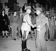 Entente cordiale: General Guisan (links) und der französische General Tassigny nach dem Krieg. (Bild: ky/Photopress)