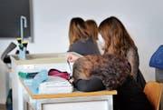 Trotz frühem Unterrichtsbeginn bekunden die Wiler Schulen kein Problem mit müden Schülern. (Bild: Urs Bucher (11. Februar 2011))