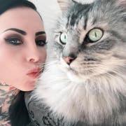Tattoo-Model Makani Terror hat die Haare ihrer Katze in einem Tattoo verewigt. (Bild: PD)