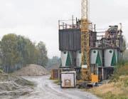 An der Werkstrasse in Rüthi wird schon lange kein Kies mehr aufbereitet. Nun wird die Anlage aus den 1950er-Jahren abgebrochen. Auf dem Werksgelände sind in den vergangenen Jahren einige Biotope entstanden, weitere sollen entstehen. (Bild: Kurt Latzer)