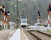 Der zweite Perron im Lüdem entstünde südlich versetzt strassenseits. Hier würden die Züge in Richtung Wil halten. (Bild: Donato Caspari)