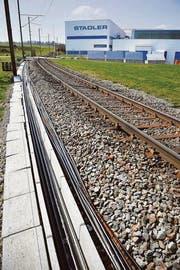 Die Bahn vor der Haustür: Der Schienenfahrzeug-Hersteller Stadler Rail in Bussnang. (Bild: Reto Martin)