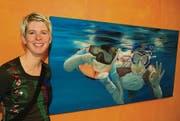 Marietta Widmer vor einem ihrer Werke. Die Unterwasserwelt ist das Thema ihres Schaffens. (Bild: Rudolf Käser)