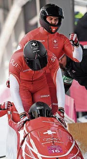 Im vierten Durchgang fuhr Rico Peter mit dem Schweizer Viererbob Laufbestzeit. (Bild: EPA)