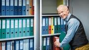 An seinem letzten Arbeitstag als Gemeindepräsident räumt Thomas Gamper sein Büro. (Bild: Reto Martin)